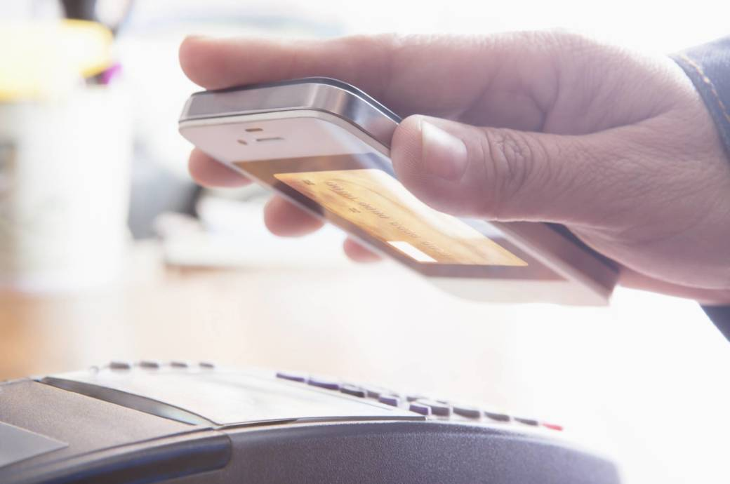 Mit dem Smartphone können Sie dank NFC drahtlos bezahlen.