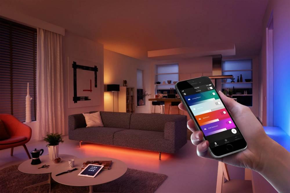 Über Smartphone-Apps lassen sich bis zu 50 Hue-Leuchten von Philips steuern. Das System ist ausbaufähig und kann auch über Apps anderer Anbieter bedient werden