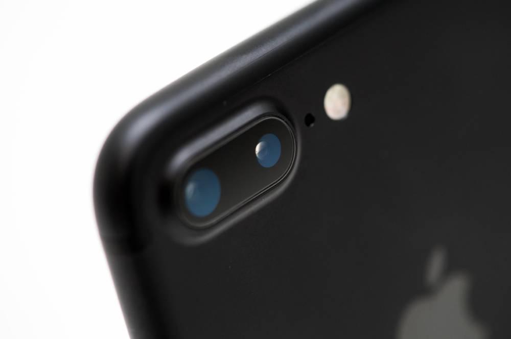 ILLUSTRATION - Die Rueckseite des iPhone 7 Plus mit den beiden Kameras, aufgenommen am 12.09.2016 in Berlin. Foto: Andrea Warnecke | Verwendung weltweit