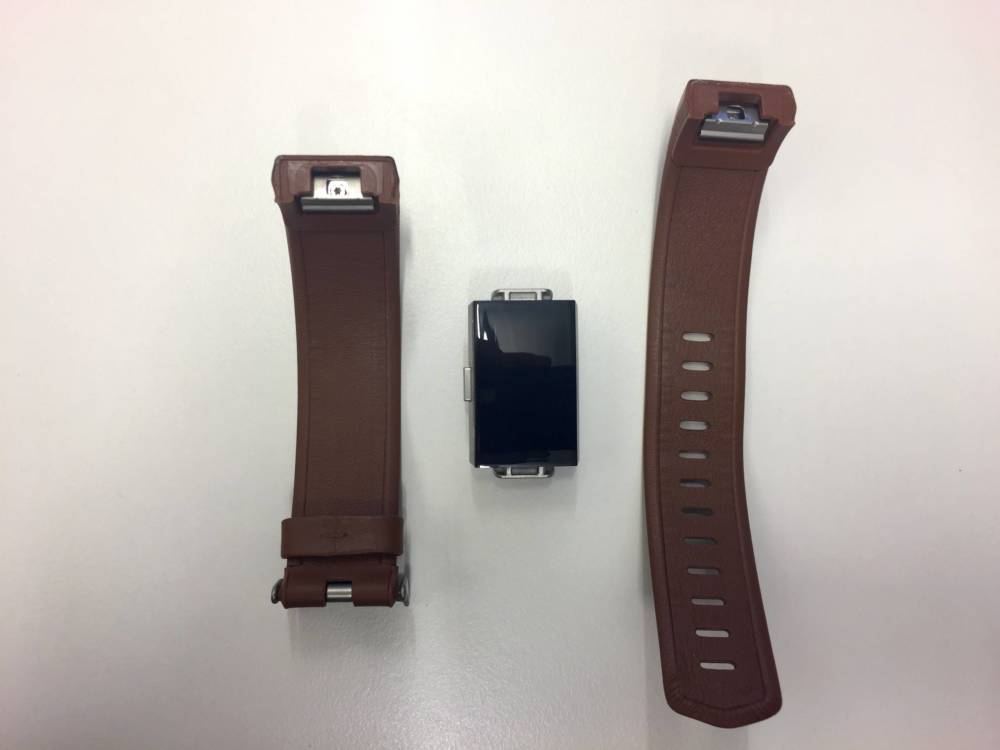 Kinderleicht: Die verschiedenen Kunststoff- und Lederarmbänder lassen sich einfach per Klick-Mechanismus auswechseln.