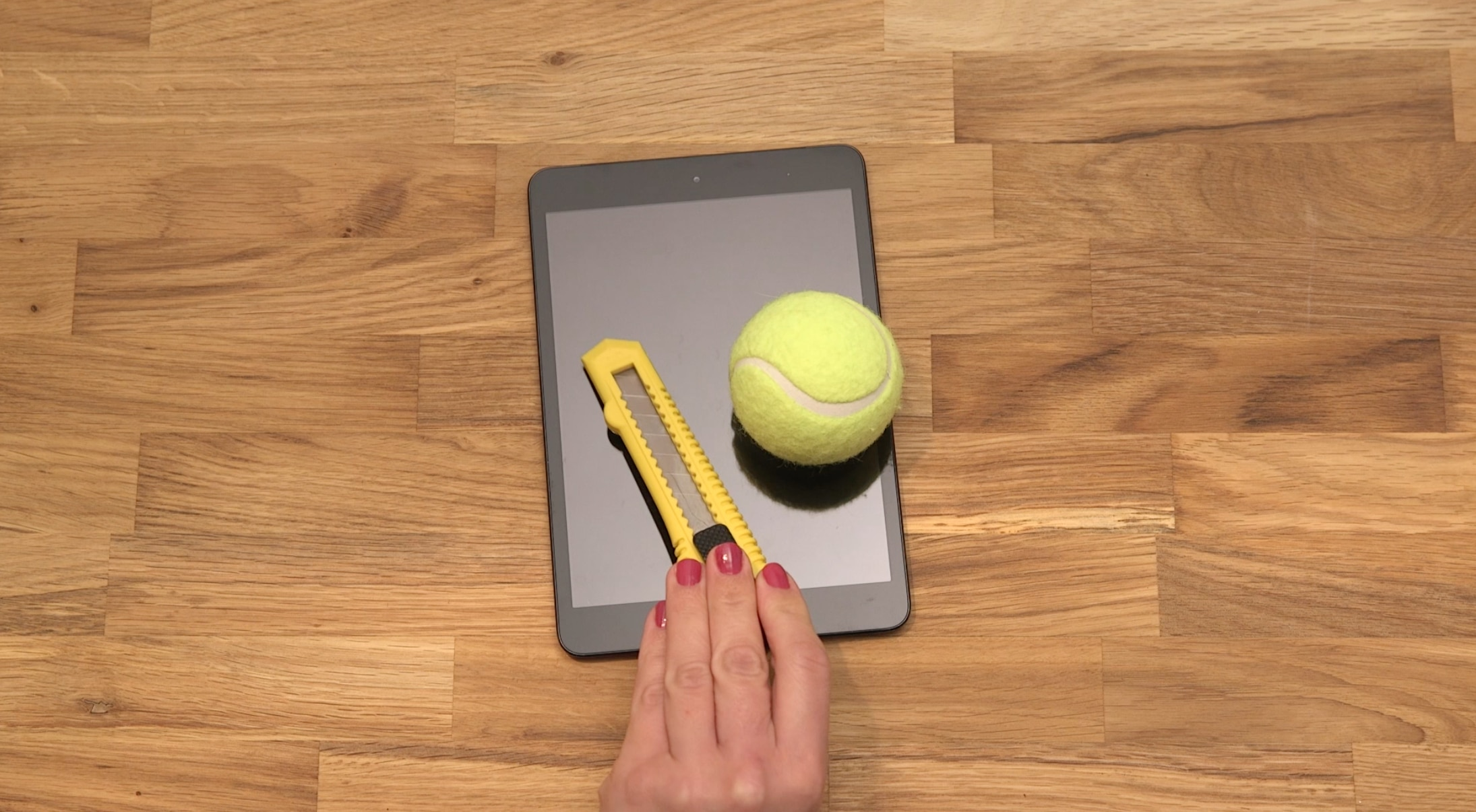 tablet lautsprecher aus tennisball selbst basteln techbook. Black Bedroom Furniture Sets. Home Design Ideas