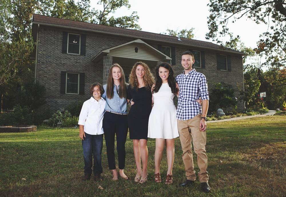 Cara Brookins mit ihren Kindern