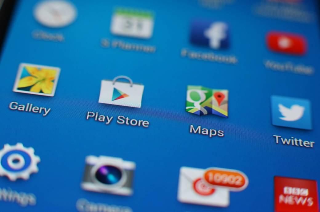 Im Play Store für Android-Geräte gibt es gute Apps, die helfen können die Akku-Laufzeit Ihres Smartphones zu verlängern.