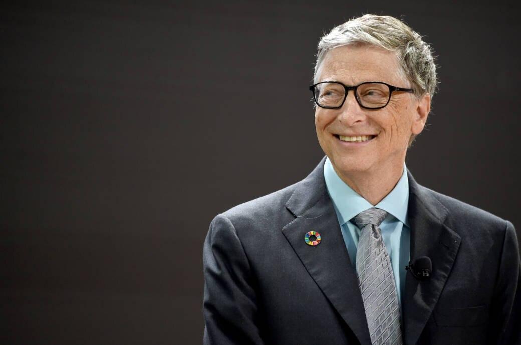 Bill Gates grinst