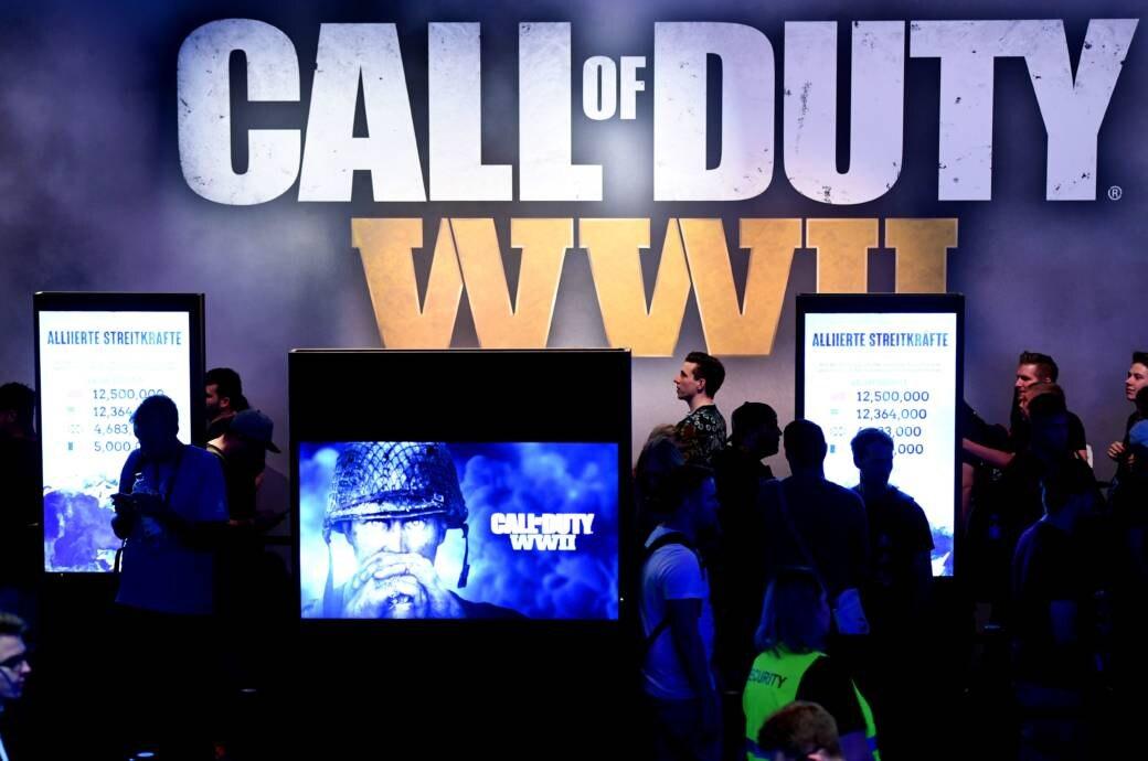 """Besucher am """"Call Of Duty""""-Stand auf der Gamescom"""