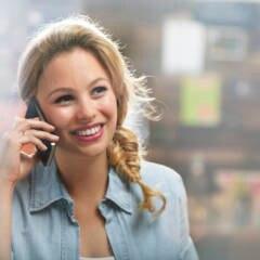 Immer wieder warnen einige Experten, dass die Nutzung des Handys – vor allem nahe am Kopf – gesundheitsschädlich ist.