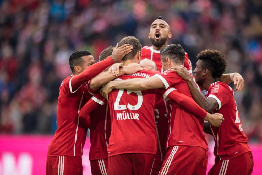 Die Bayern bejubeln ein Tor – 37 Mal hatten sie in der Hinrunde Grund dafür.