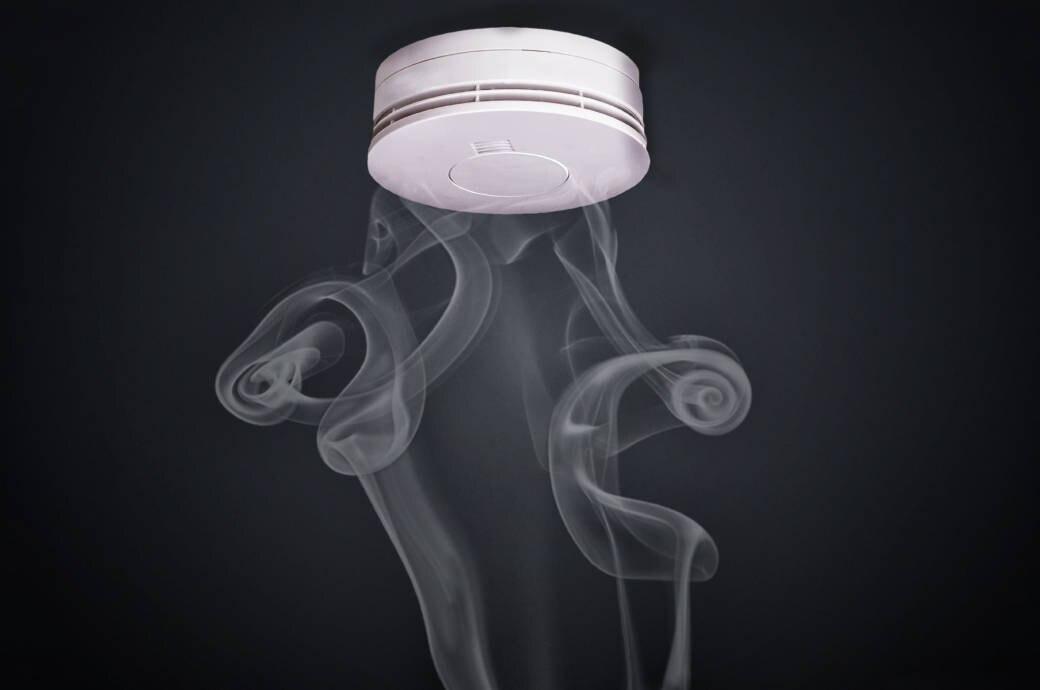 Rauchmelder mit Rauch