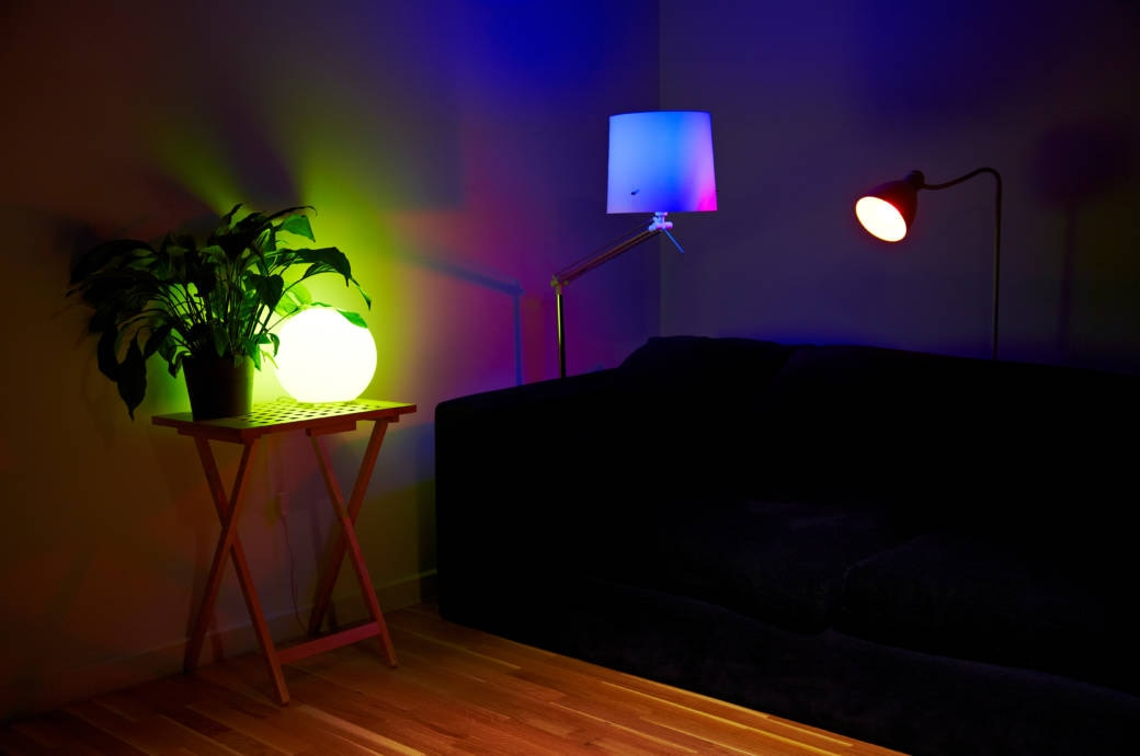 smarte lampen von philips so spricht man hue richtig aus techbook. Black Bedroom Furniture Sets. Home Design Ideas