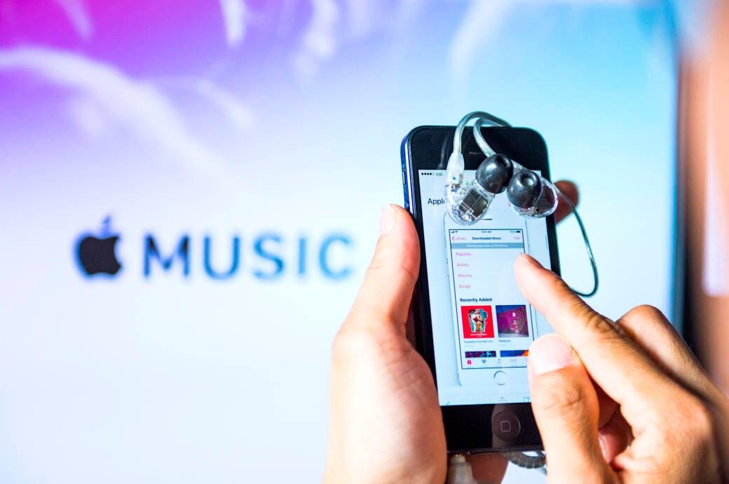 iPhone mit Apple Music App