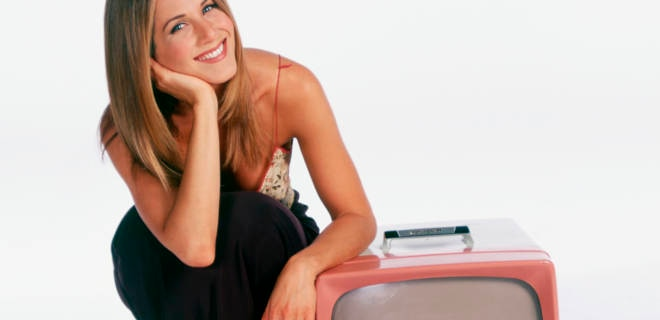 Jennifer Aniston grinst