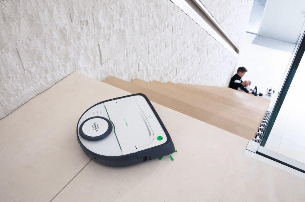 Vorwerk Kobold VR300 an einer Treppe
