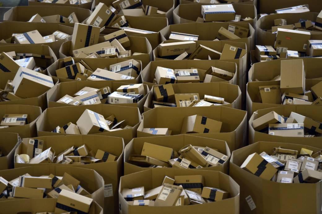 Amazon-Pakete im Lager