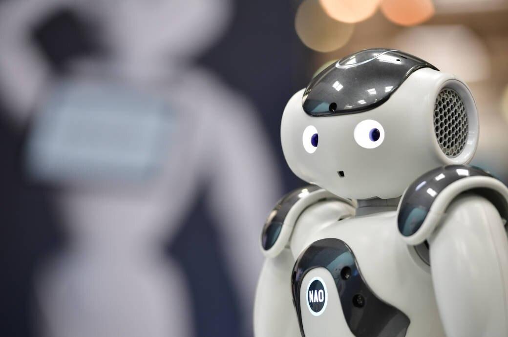 Roboter guckt erschrocken