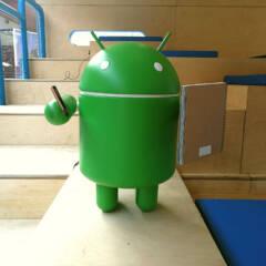 Android-Männchen auf einem Messestand