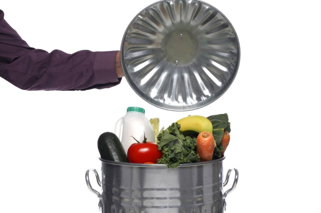 Mülltonne voller Lebensmittel