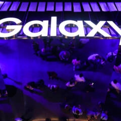 Galaxy-Schriftzug an einem Messestand