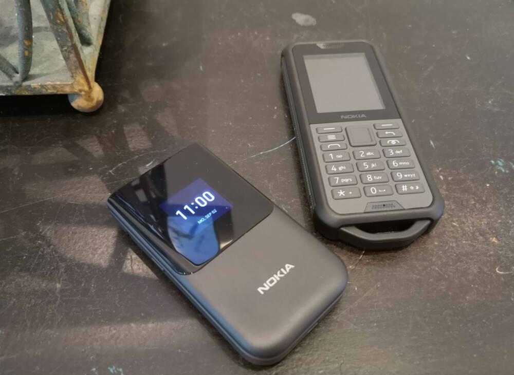 Nokia 800 Tough und Nokia 2720 Flip