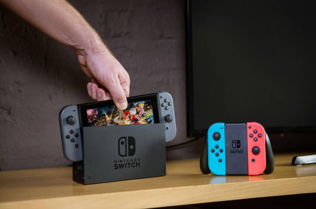 Nintendo Switch in der Ladebox