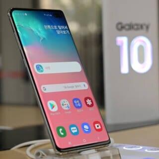 Samsung Galaxy S10 im Laden