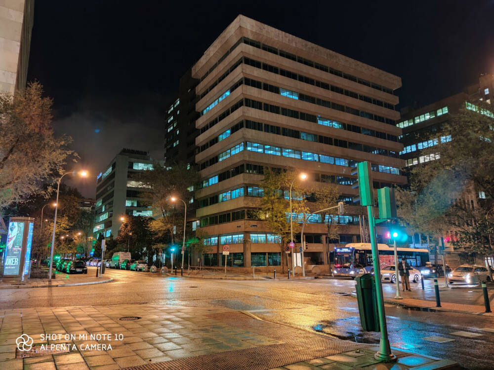 Xiaomi Mi Note 10 Nachtaufnahme einer Straße