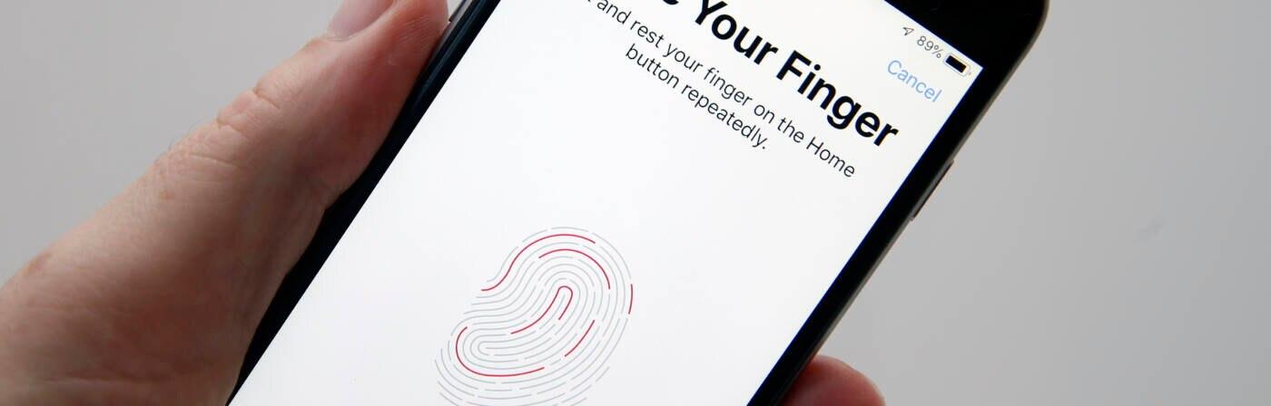 Ein iPhone mit Touch ID