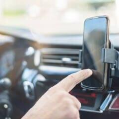 Handyhalterung im Auto