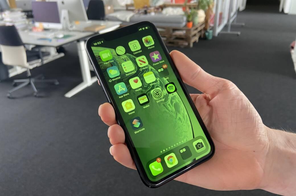 iPhone mit grünem Bildschirm