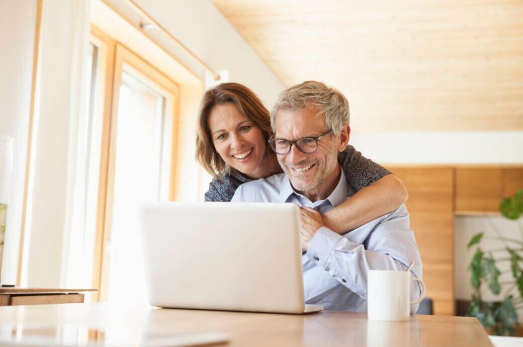Ehepaar vorm Laptop