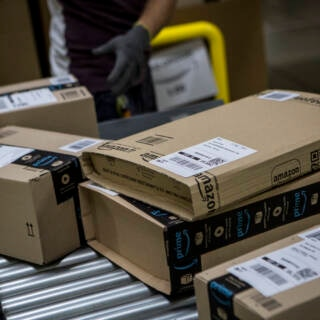 Amazon-Pakete im Verteilzentrum