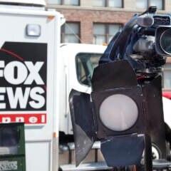 Logo Fox News und eine Kamera